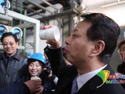 钢厂污水处理 这位环保局局长喝下了钢铁厂处理过的污水